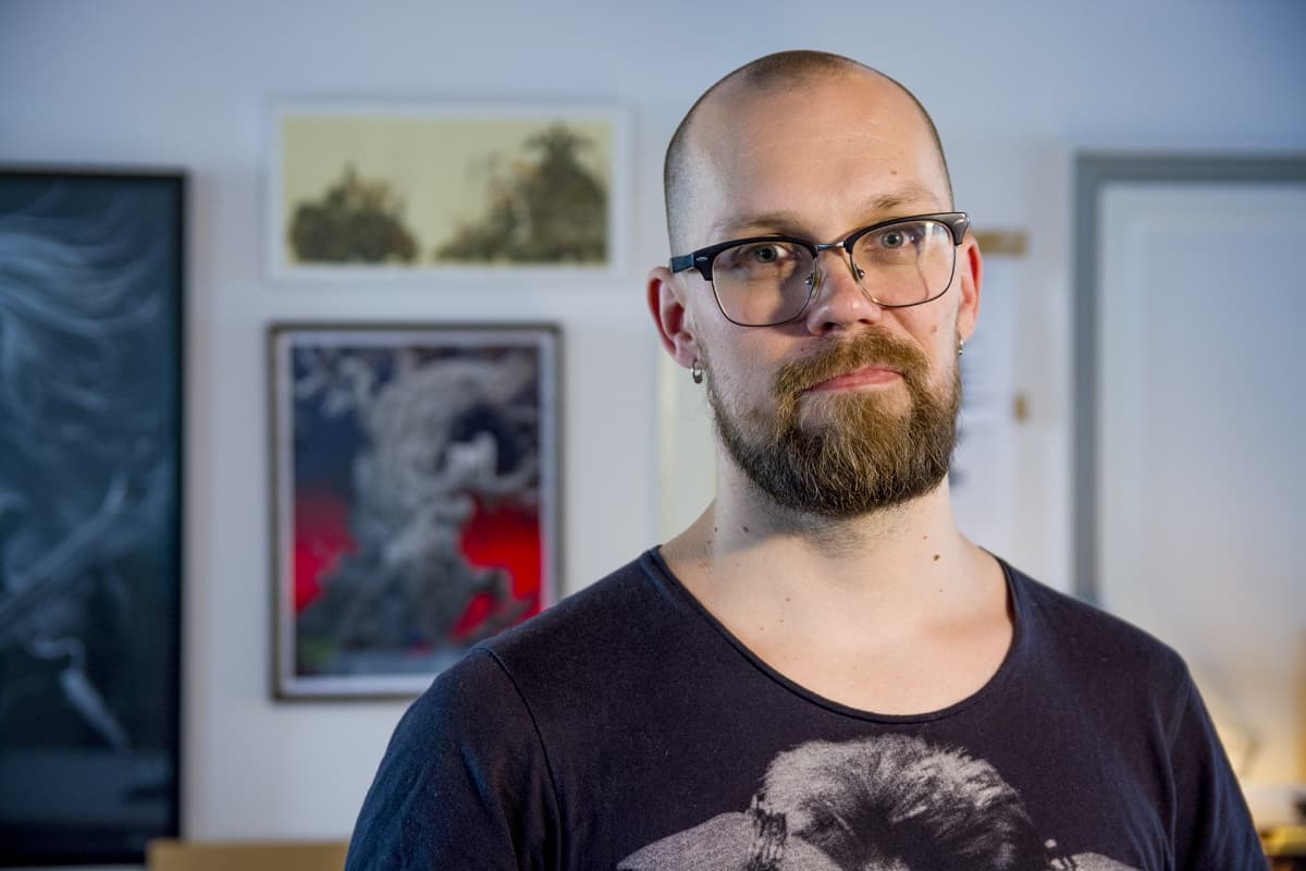 Sarjakuvataiteilija JP Ahonen