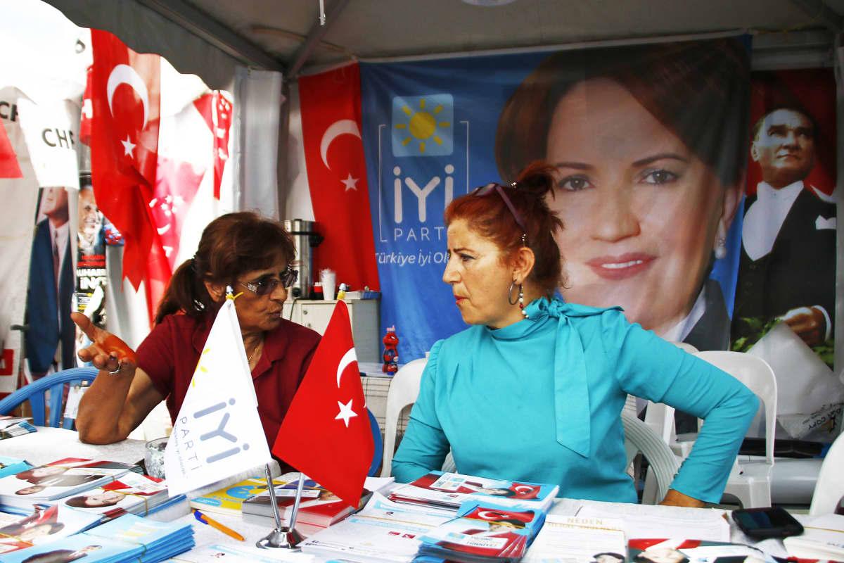 Tülin Yavuz tukee presidentinvaalien ainoaa naisehdokasta Meral Akşeneria.