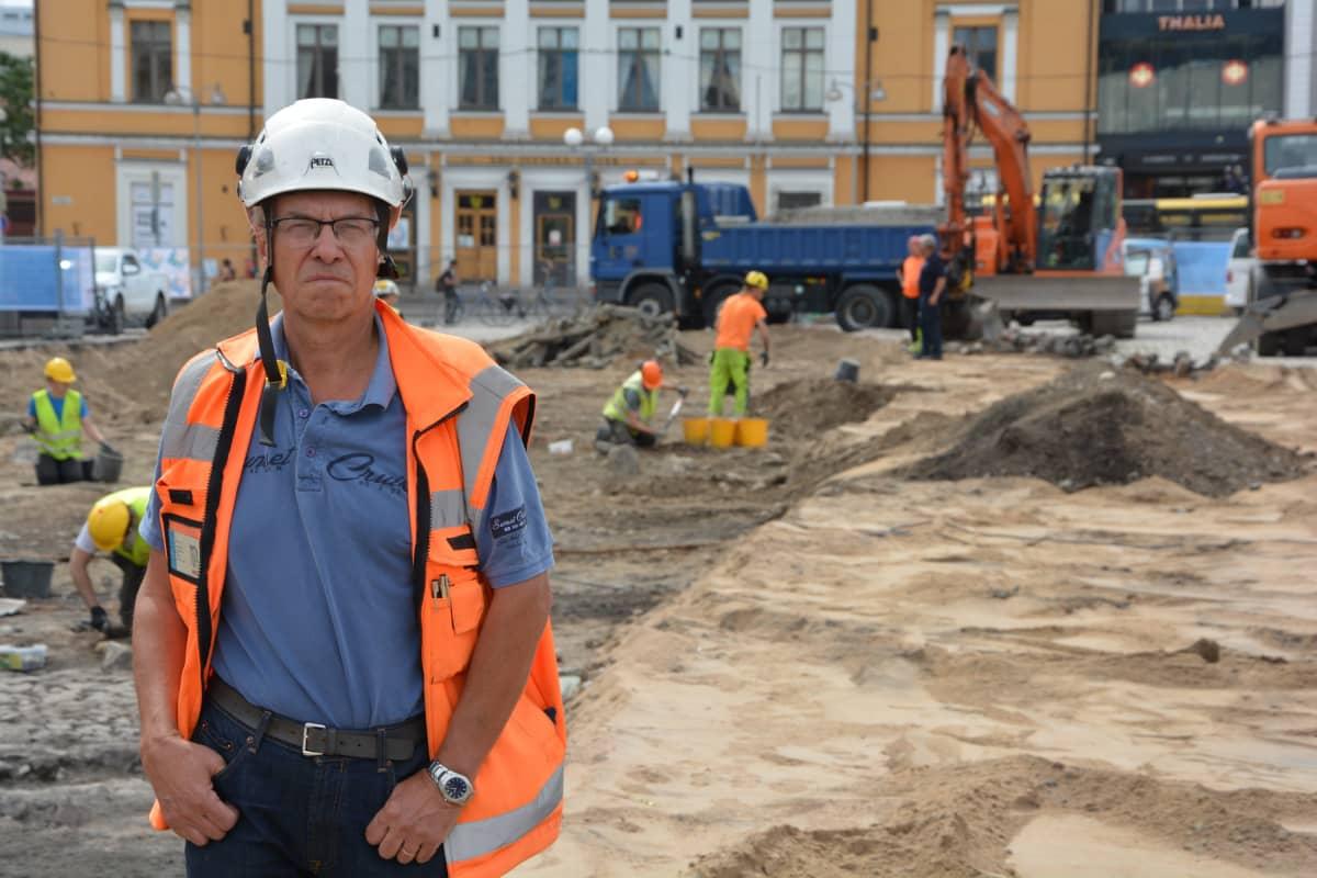 Kari Uotila (kaivausjohtaja, Muuritutkimus, Turun kauppatorin kaivaukset)