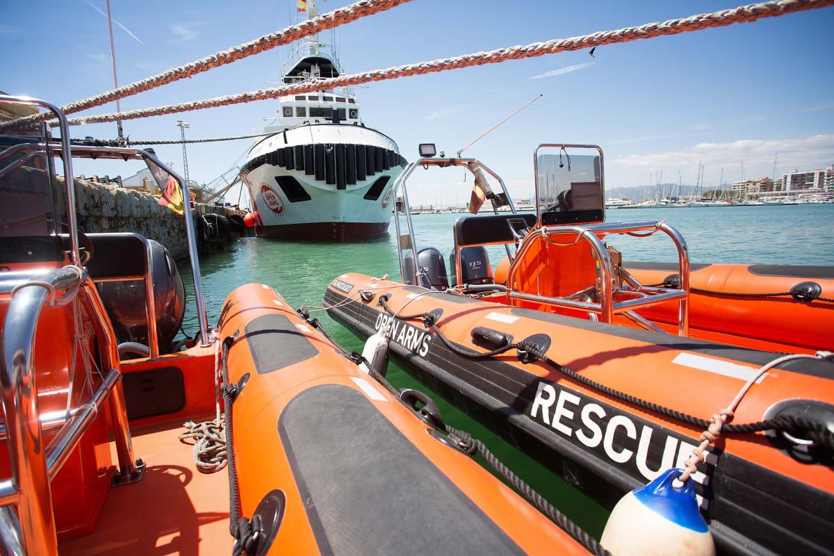 Proactiva Open Arms -pelastuslaiva Burrianan satamassa.