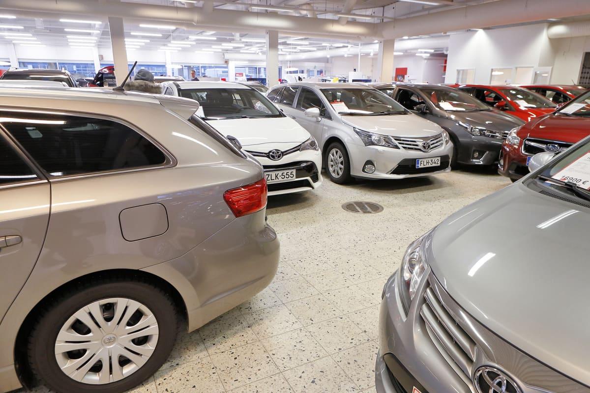 Näkymä autokaupasta.
