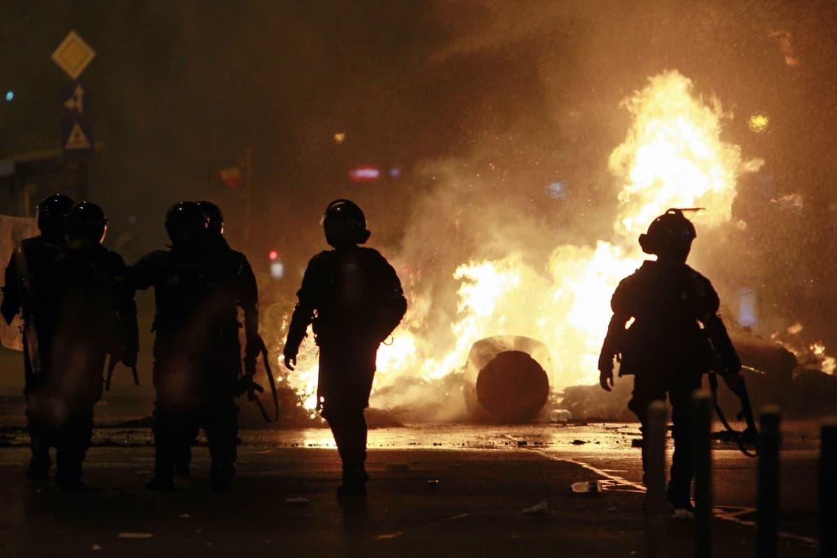 Perjantaina mielenosoitukset muuttuivat väkivaltaisiksi Bukarestissa.