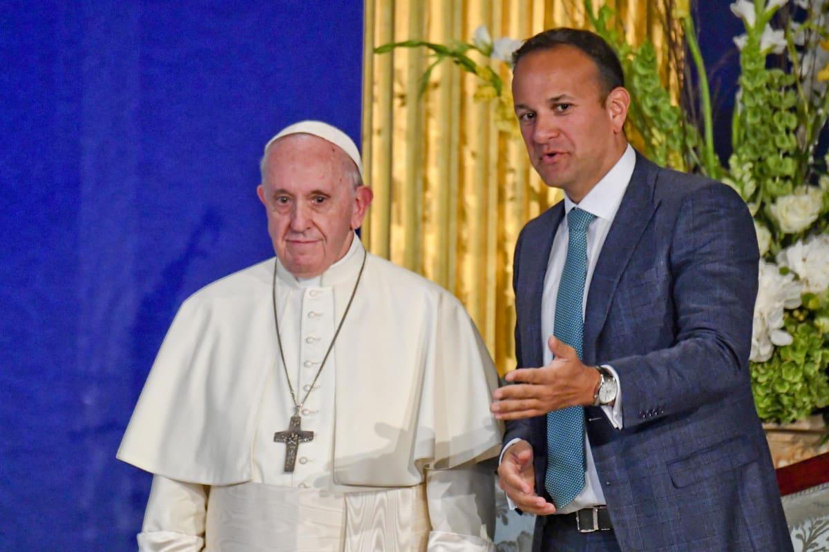Paavi Franciscus tapasi Irlannin pääministerin Leo Varadkarin Dublinissa lauantaina.