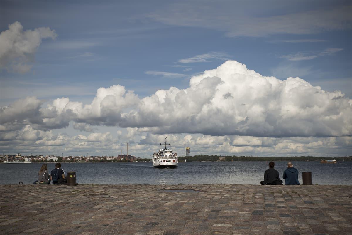 Suomenlinnan lautta.