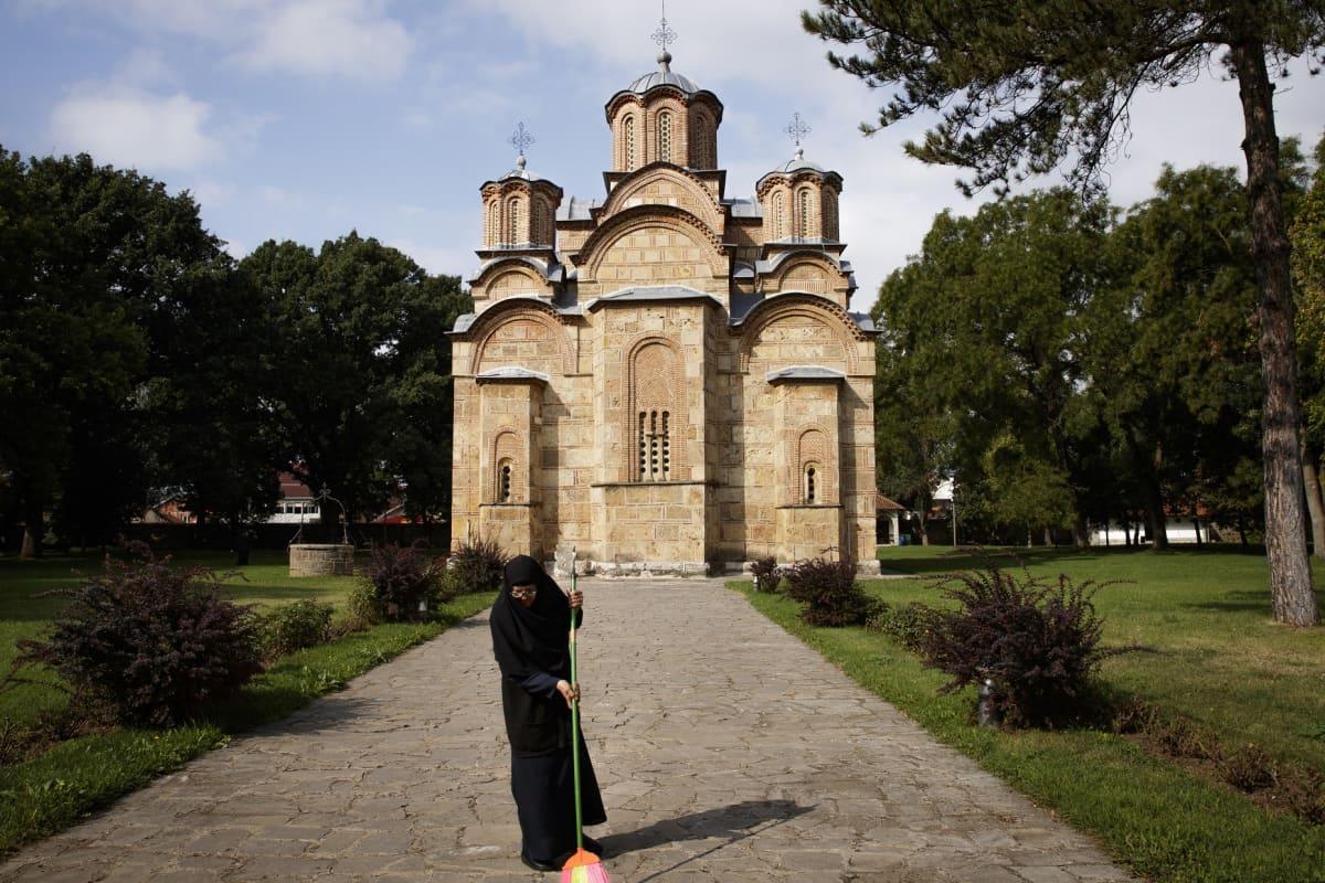 nunna ja luostari