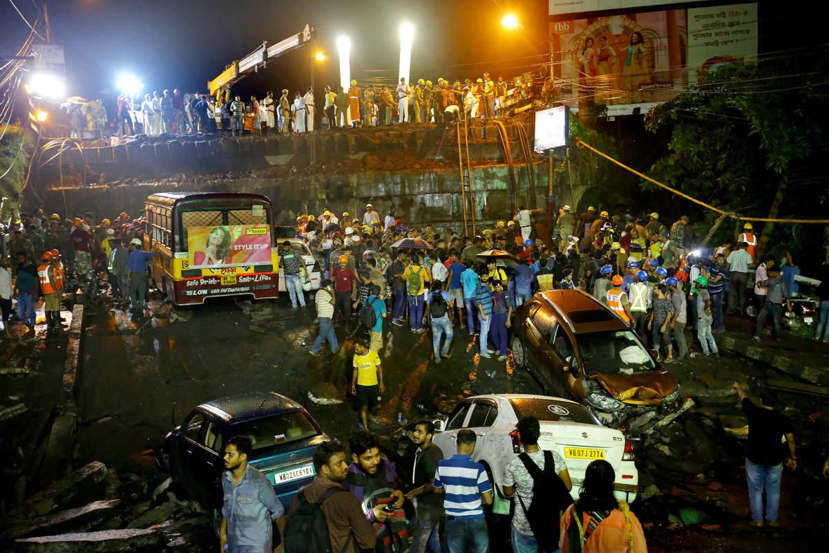 Sortuneen sillan pelastusoperaatio 4. syyskuuta Kolkatassa, Intiassa.