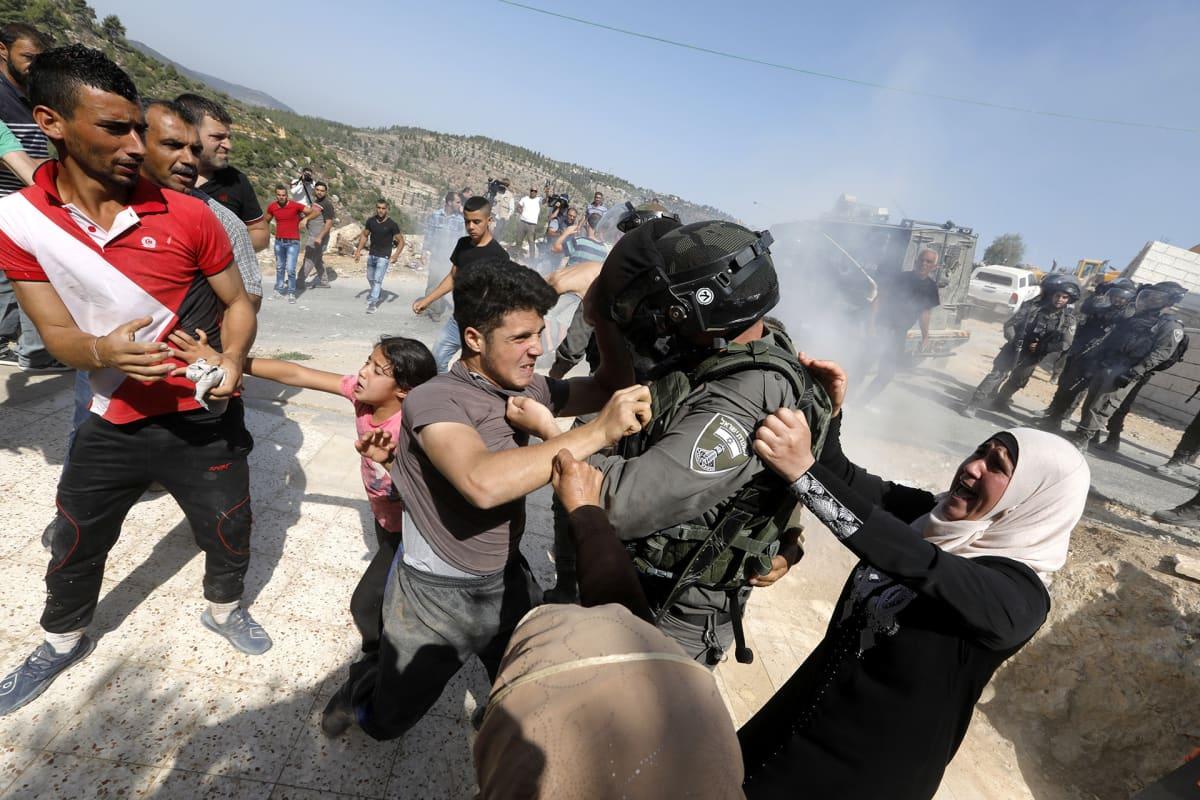 Israelilaiset rajapoliisit ajautuivat yhteenottoon palestiinalaisten kanssa.