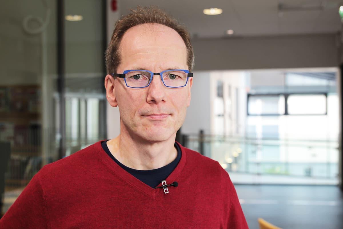 Terveyden ja hyvinvoinninlaitoksen tutkimusprofessori Timo Partonen
