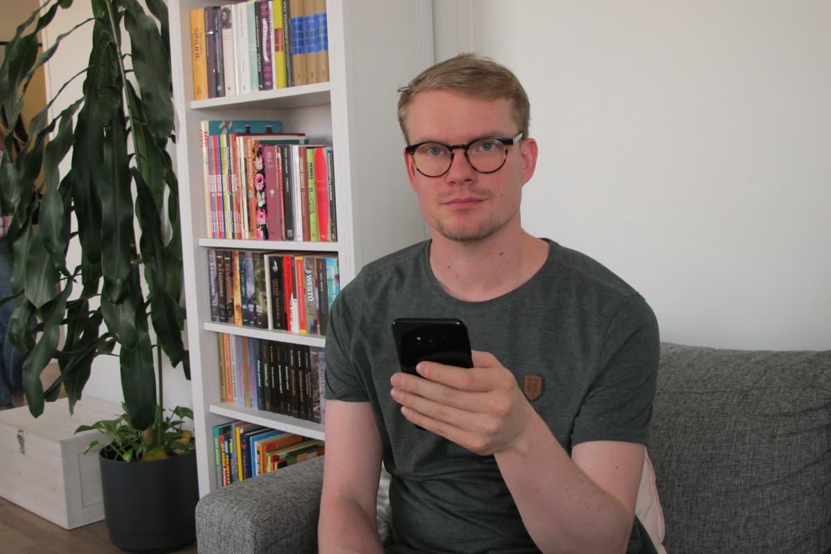 Olli Salmenranta ohjaa älypuhelimella älytermostaattia