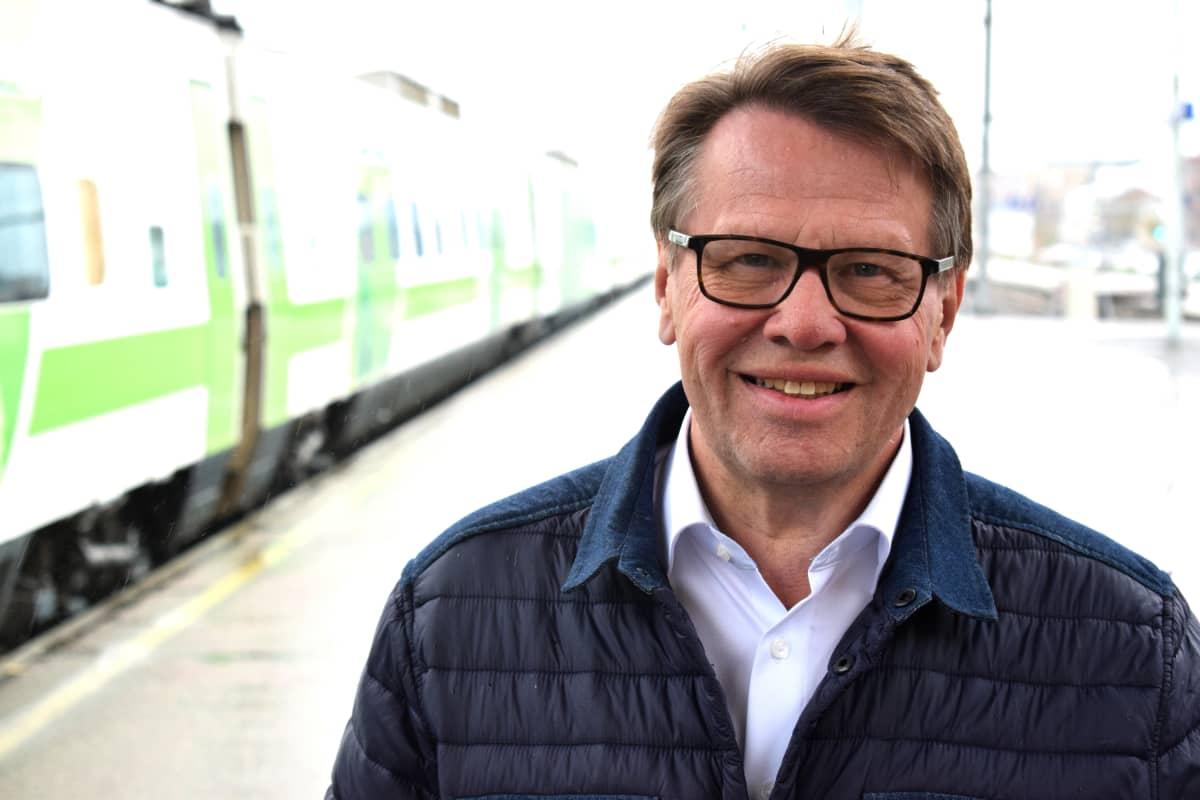 Kari Häkämies Turun asemalla.