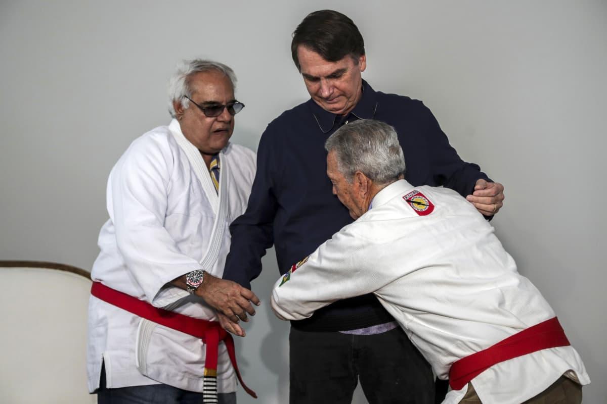 Jair Bolsonaro saa ylleen mustan vyön