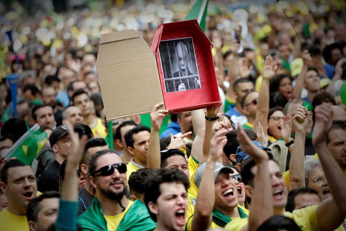 Jair Bolsonaron kannattajia mielenosoituksessa