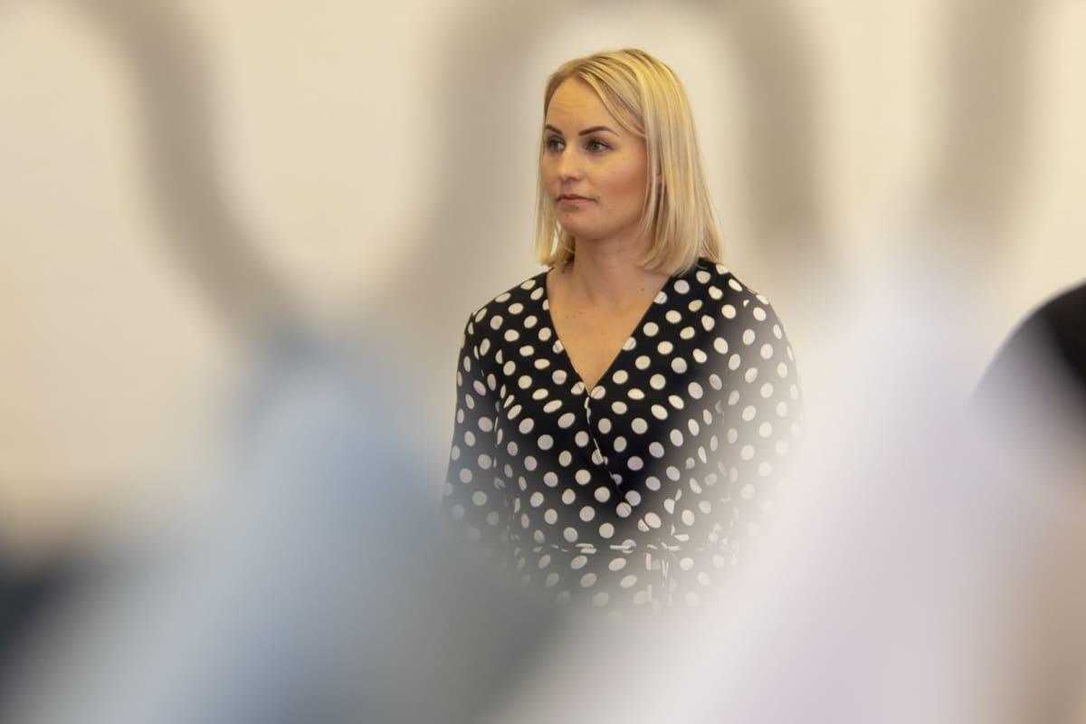 Lastenvaatemerkki Gugguun yrittäjä Anne Valli.