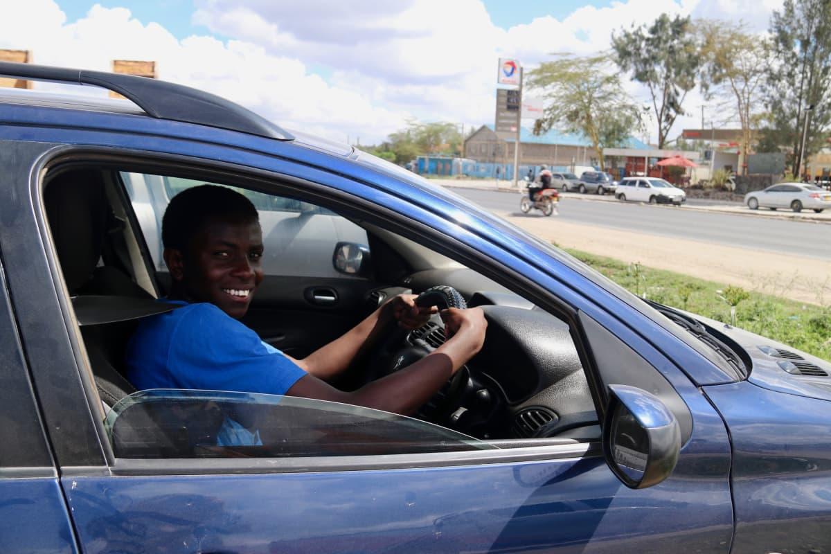 Ryan Luane Kakhayanga auton ratissa Kitengelassa.