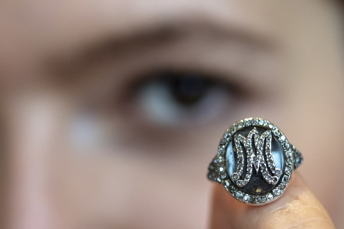 Ranskan entiselle kuningatarelle Marie Antoinettelle kuulunut timanttisormus oli myynnissä huutokauppakamari Sothebyssä.