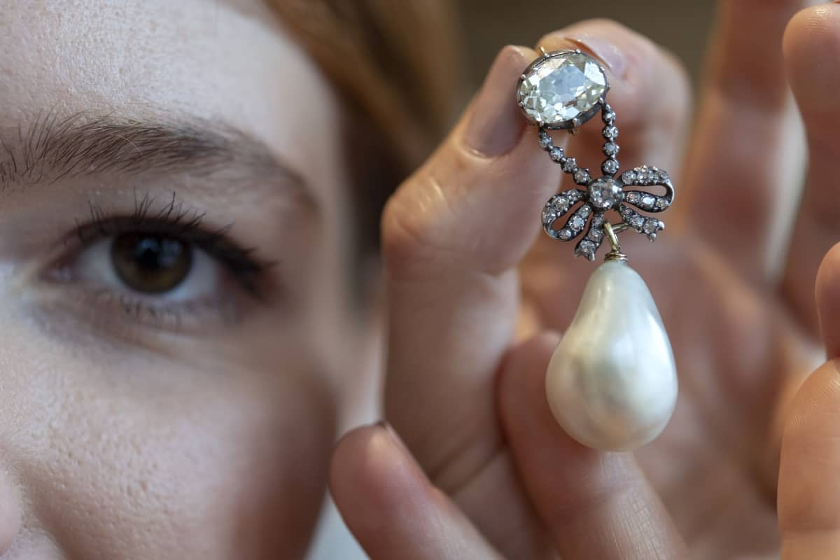 Huutokauppakamari Sothebyssä oli myytävänä oli kymmenen Marie Antoinettelle kuulunutta korua, joiden yhteishinnaksi tuli yli 47 miljoonaa euroa.