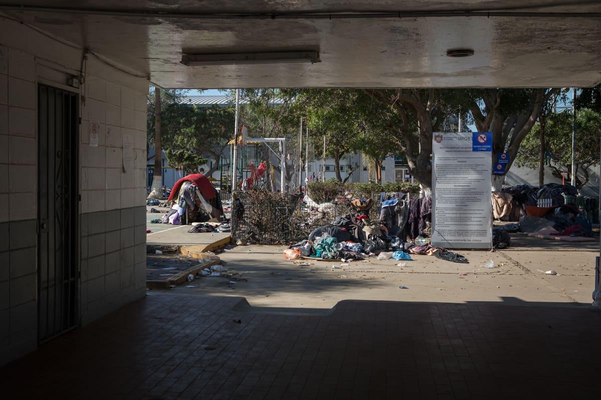 Väli-Amerikasta matkannut siirtolaiskaravaani on leiriytynyt Yhdysvaltain raja-aidan tuntumaan Tijuanaan, Meksikoon.
