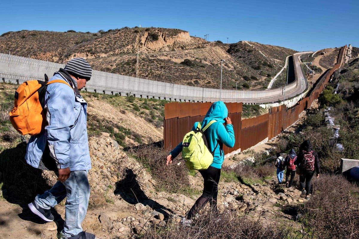 Pakolaisia Meksikon ja Yhdysvaltain vastaisella rajalla Tijuanassa 30. joulukuuta 2018.