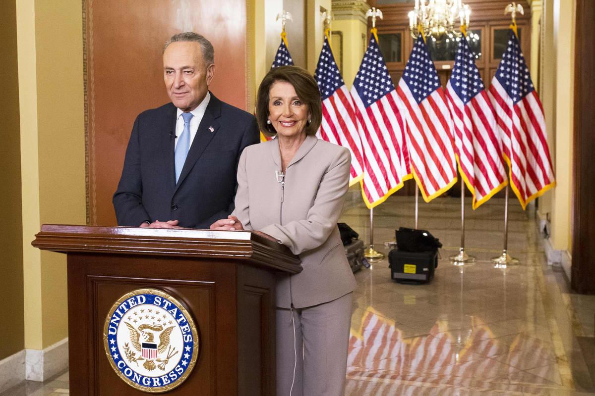 Senaatin demokraattiryhmän johtaja Chuck Schumer ja edustajainhuoneen puhemies Nancy Pelosi