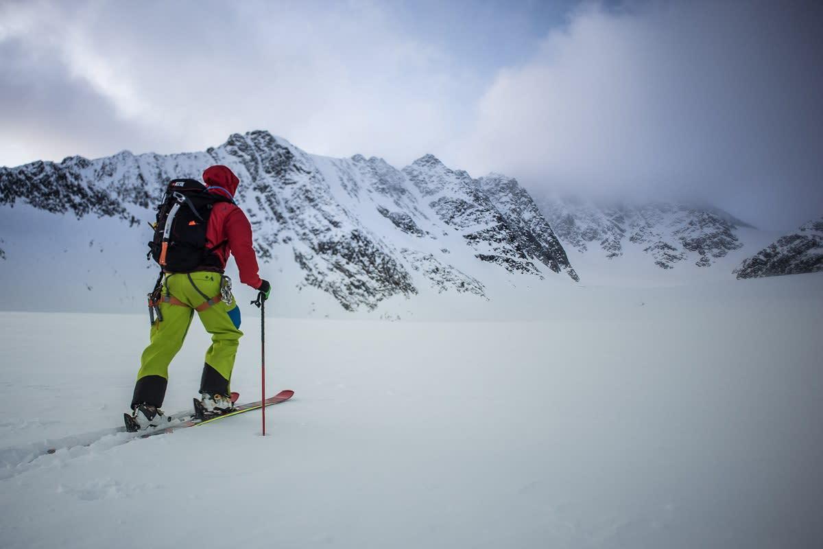 Merkitsemättömillä reiteillä liikkuminen vaatii sään ja muunmuassa lumen jatkuvaa tarkkailua ja varsinkin Norjassa sää on hyvin vaihtelevaa