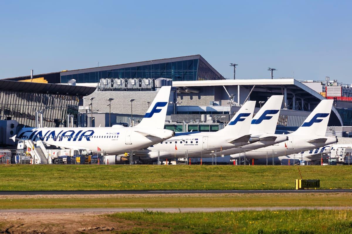 Finnairin koneita Helsinki-Vantaan lentoasemalla.