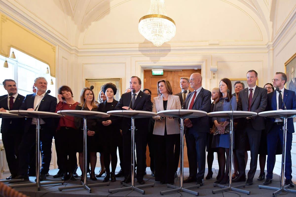 Ruotsin pääministeri Stefan Löfven esitteli Ruotsin uuden hallituksen
