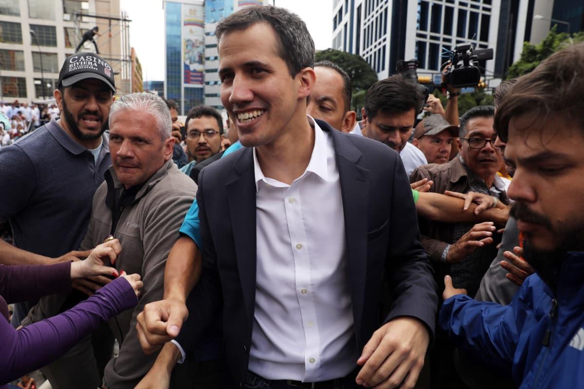 Venezuelan parlamentin puhemies Juan Guaido julistautui 23. tammikuuta 2019 maan virkaa toimittavaksi presidentiksi.