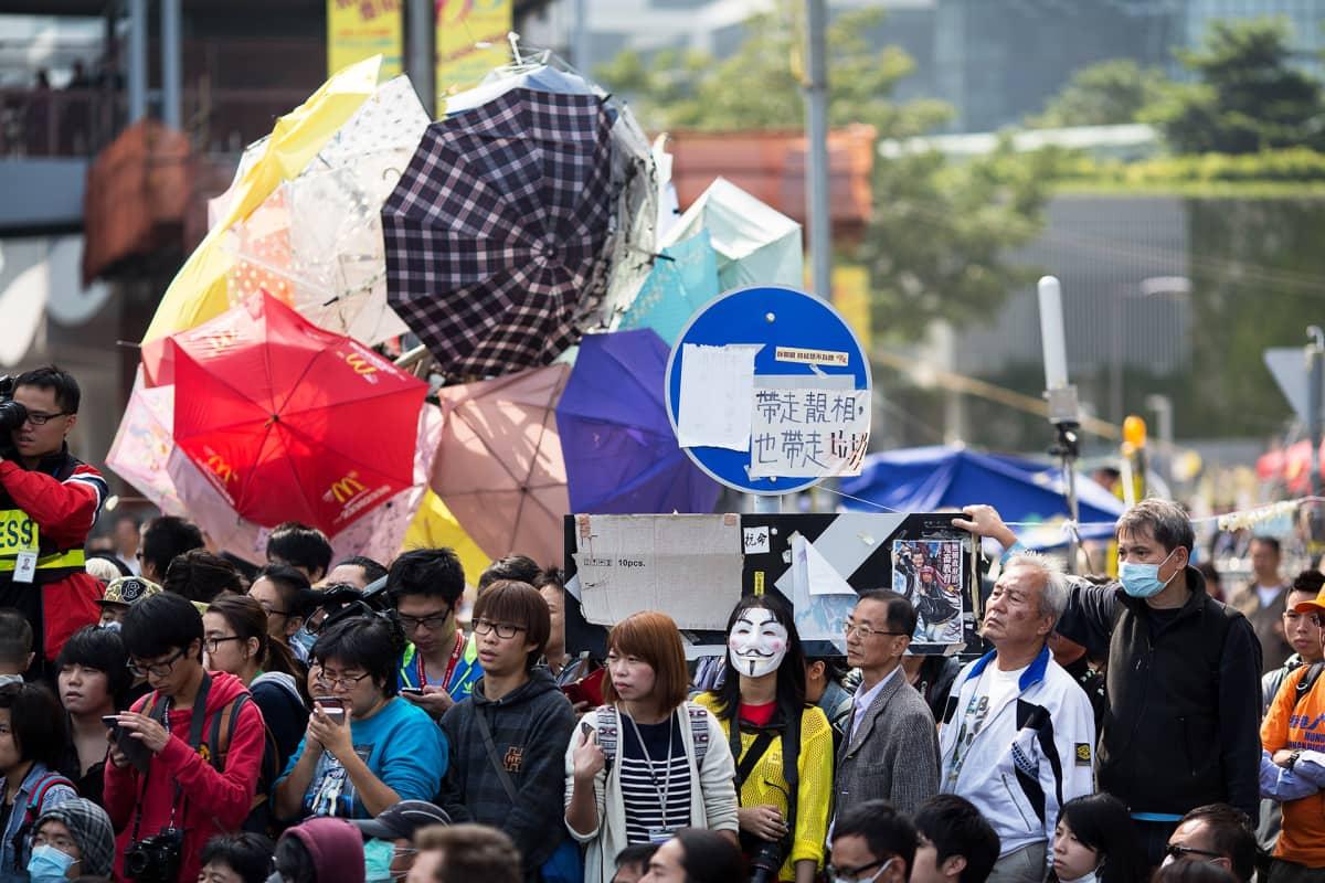 Mielenosoittajia Hongkongissa.