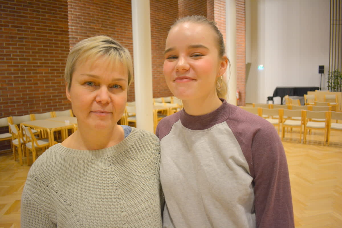 Minna Hamarila lähti tyttärensä Viivin kanssa purkamaan ilmastoahdistustunteitaan työpajaan.
