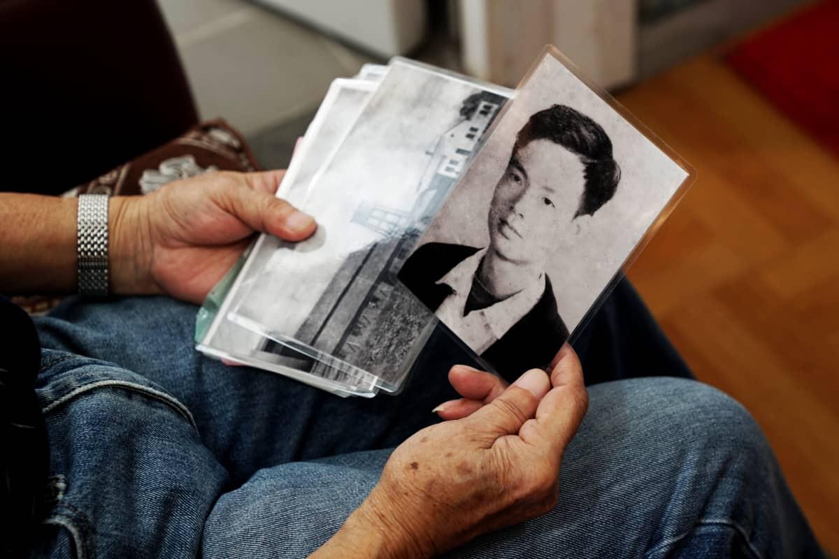 Kuvan nuorukainen on nyt 76-vuotias aktiivinen eläkeläinen. Hong Ying löysi Hongkongista vaimon ja he saivat tyttären. Perhe muutti Atlantaan.