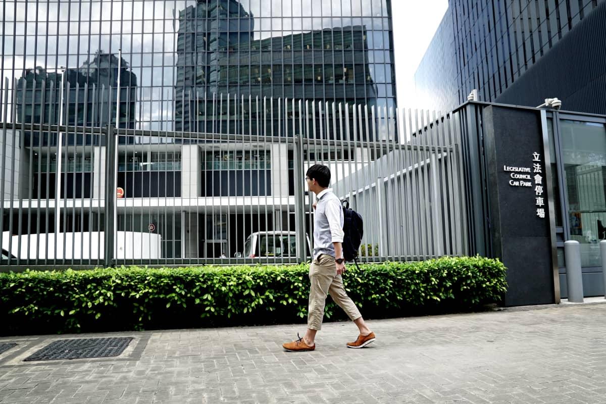 Hongkongin lainsäädäntöneuvostonopäärakennuksen eteen rakennettiin aita sen jälkeen kun Joshua Wong oli usuttanut opiskelijat valtaamaan rakennuksen edustan.