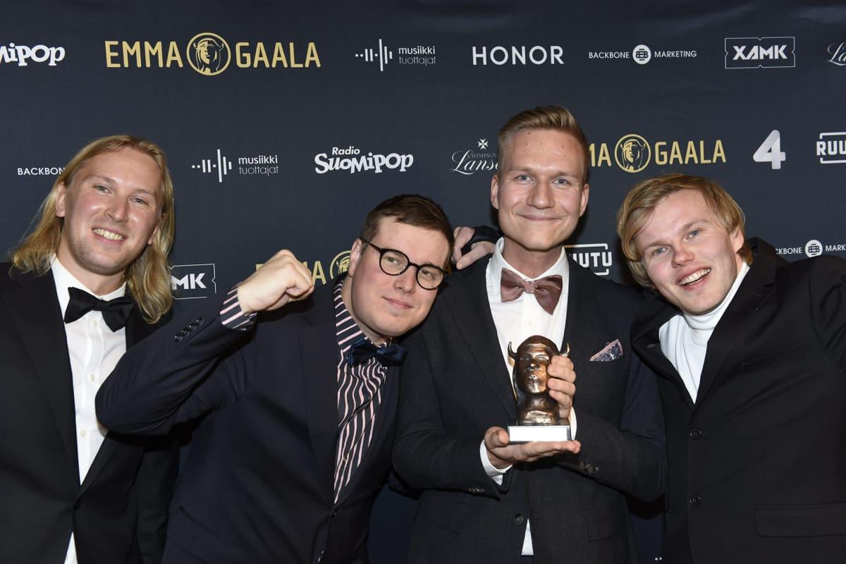 Gasellit-yhtye vastaanottivat Vuoden Yhtye Emman Emma-gaalassa.