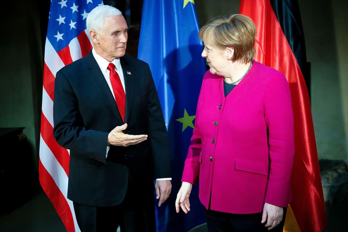 Mike Pence ja Angela Merkel.