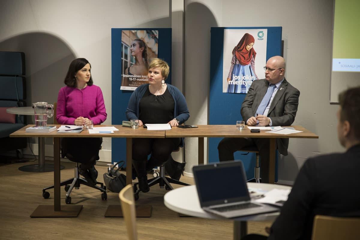 Sanni Grahn-Laasonen, Annika Saarikko, Jari Lindström