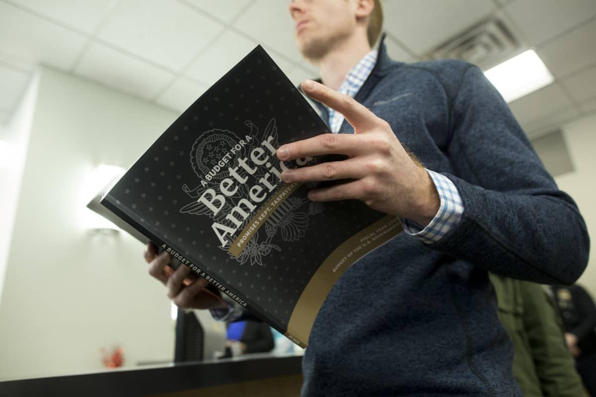 Valkoisen talon budjettiesitys vuodelle 2020 julkaistiin maanantaina. Se oli myynnissä valtion julkaisuja myyvässä kirjakaupassa Washingtonissa.