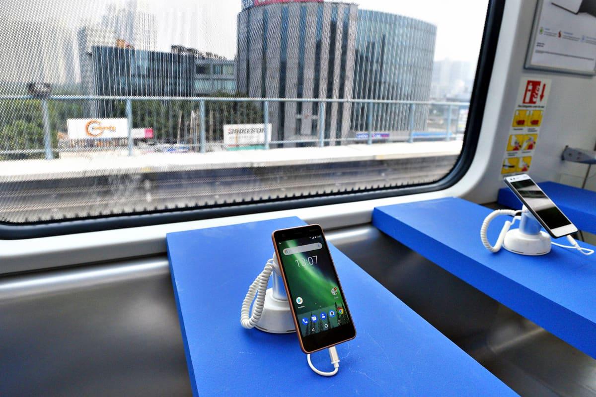 Nokia 2 -kännykkä esillä Intian Gurgaonissa.