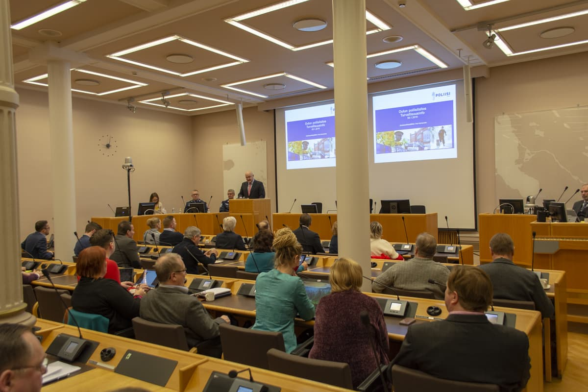Turvallisuusseminaari Oulun kaupungintalolla tammikuussa 2019