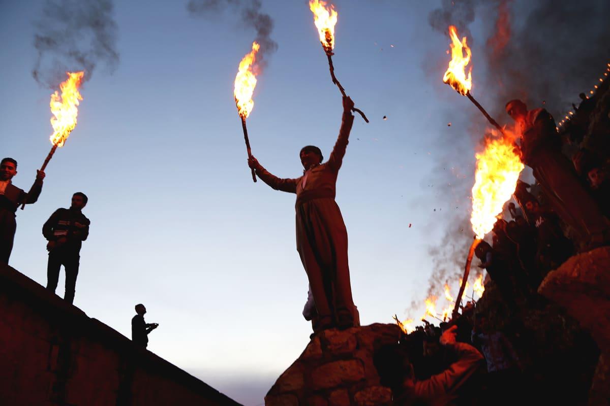 Kurdien uuden vuoden Nowruzin juhlintaa Akressa Irakin kurdialueella.