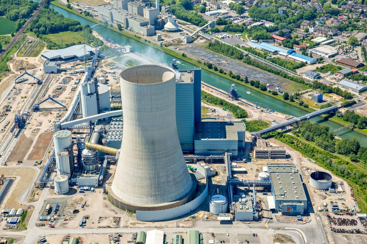Ilmakuva voimalaitoksesta Ruhrin laaksossa.