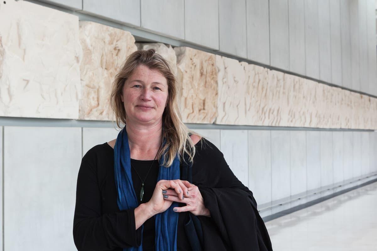 Brittituristi Nicki Durrant pitää selvänä, että British Museumin kielteisyydessä neuvotella Parthenonin veistoksista on pelkoa muidenkin maiden vaatimuksista palauttaa esineistöä.