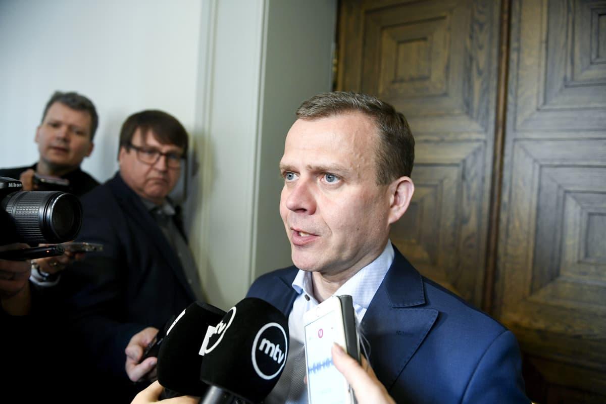 Petteri Orpo kokoomuksen eduskuntaryhmän kokouksen jälkeen Helsingissä 3. toukokuuta