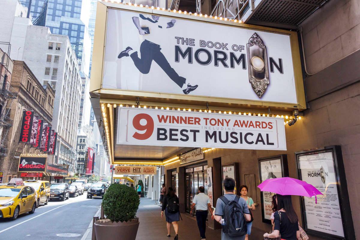 Musikaalin mainos Broadwayllä.
