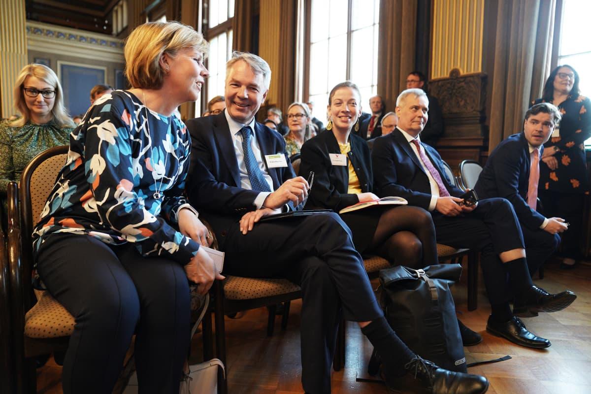 Hallitusneuvotteluihin osallistuvat puolueiden puheenjohtajat Säätytalolla.