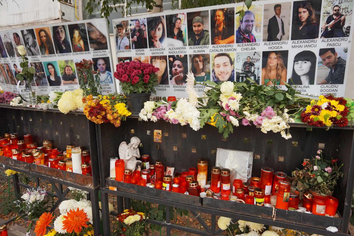 Kuvia seinällä ja kynttilöitä.