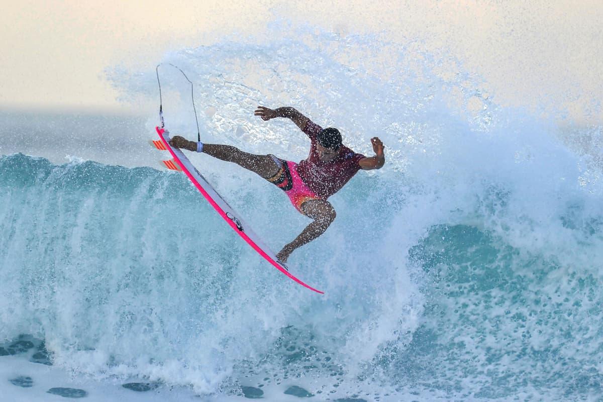Australialainen Julian Wilson World Surf -liigan mestaruuskilpailuiden kiertueen tapahtumassa Balilla 13. toukokuuta.