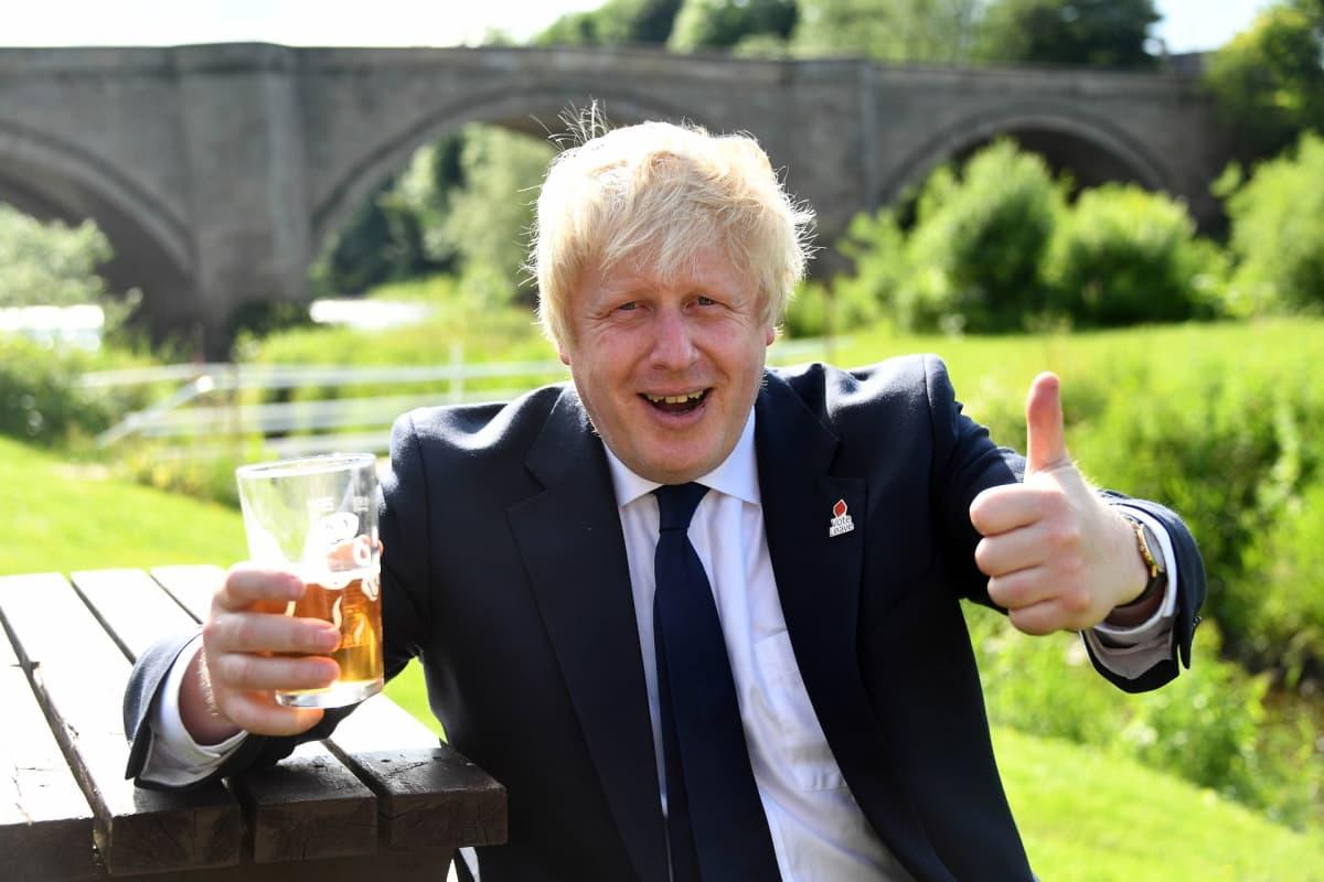 Johnson kampanjoimassa Darlingtonissa kesäkuussa 2016, päivää ennen brexit-äänestystä.