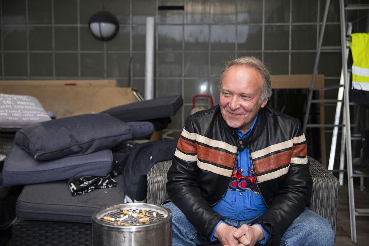 Perussuomalaisten ehdokas Teuvo Hakkarainen omissa europarlamenttivaalien vaalivalvojaisissaan Jyväskylässä 26. toukokuuta.
