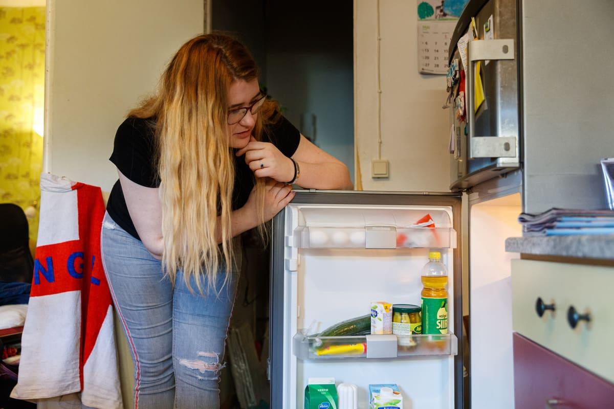 Dagny asuu nyt ensimmäistä kertaa elämässään yksin. Ruuanlaitto ja muut kotityöt ovat jo hallussa.