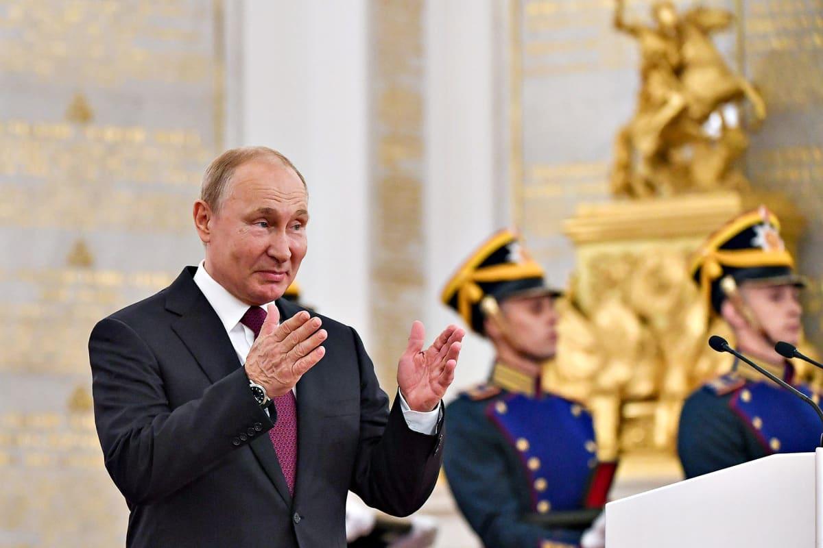 Vladimir Putin Ilmeilee Kremlissä 12. kesäkuuta 2019.