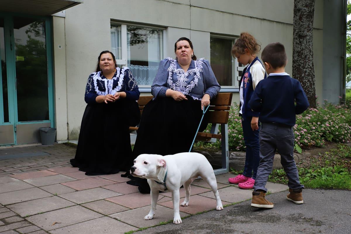 Maria Tuominen ulkona